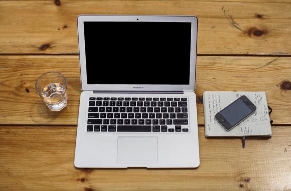 macbook-air-iphone-moleskin